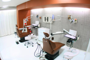 池尻大橋デンタルクリニックJ_玄関側からの診療室風景